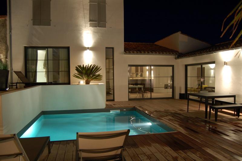 location villa la flotte pour 8 personnes 17630 contemporaine. Black Bedroom Furniture Sets. Home Design Ideas