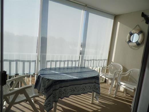 Studio au 1er étage dans résidence calme avec vue sur mer