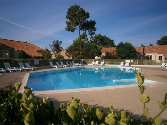 L 39 empire immobilier saint jean de monts locations de for Piscine st jean de monts