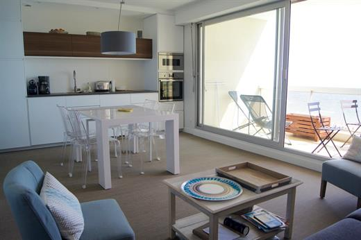 APPARTEMENT TYPE 2 BIS FACE MER A 700 M DU CENTRE
