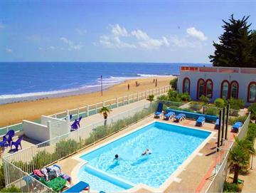 Appartement 4 personnes, Vue Mer en résidence de tourisme avec piscine collective, plein centre La Tranche-Sur-Mer
