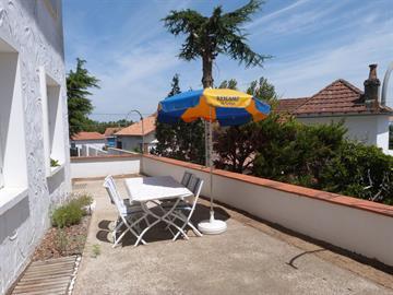 Appartement en rez de chaussé avec terrasse partagée, 500m centre la Tranche Sur Mer pour 3/4 personnes
