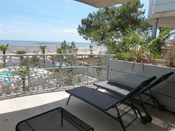 En Front de mer, neuf et tout confort dans résidence avec piscine, jacuzzi et accès direct plage centrale