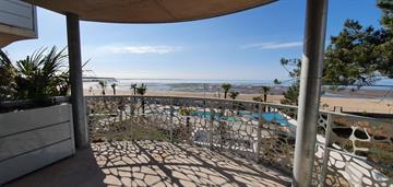 Appartement de standing vue mer pour 6 personnes dans résidence avec piscine extérieure chauffée, accès direct plage