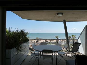 En Front de mer, neuf et tout confort dans résidence avec piscine, jacuzzi et accès direct plage