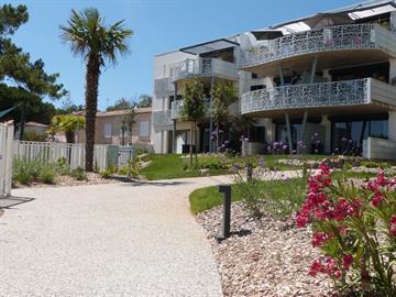 Appartement 2/4 pers orienté cour intérieure, bénéficiant d'un accès directe à la plage centrale depuis la résidence