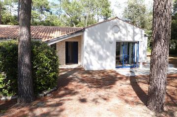 Belle villa indépendante sur terrain boisé