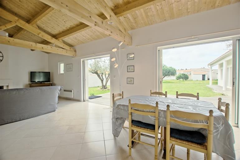 Location maison ile de re free location ile de r maison for Piscine venelle