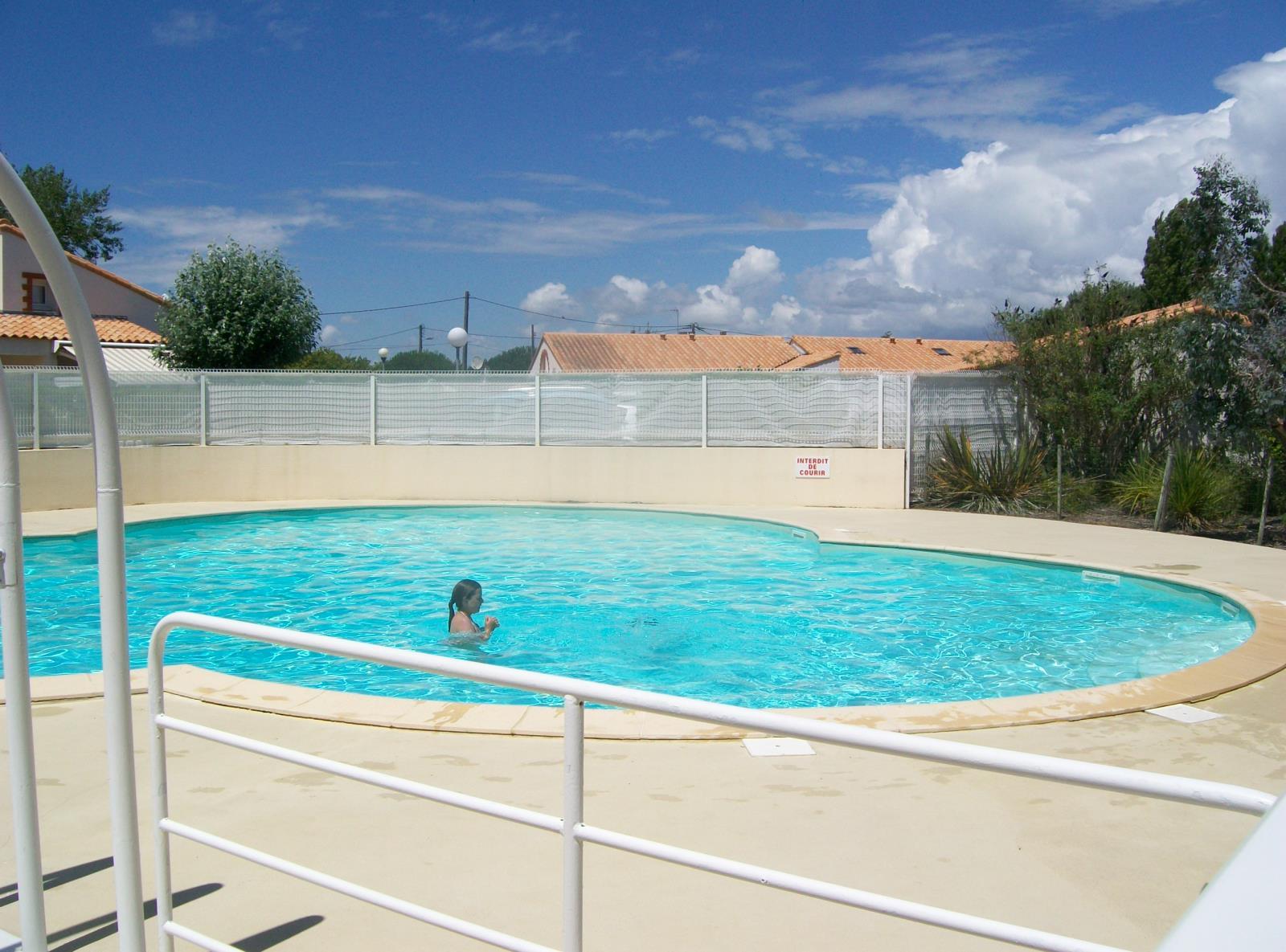 Location vacances la tranche sur mer pavillon t2 mezzanine for Residence vacances avec piscine
