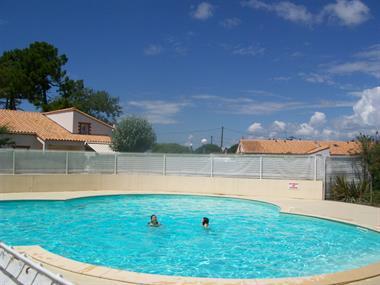 https://www.enova-vacances.com/photos/687/location/APPA%20LT0125/100_4257.jpg