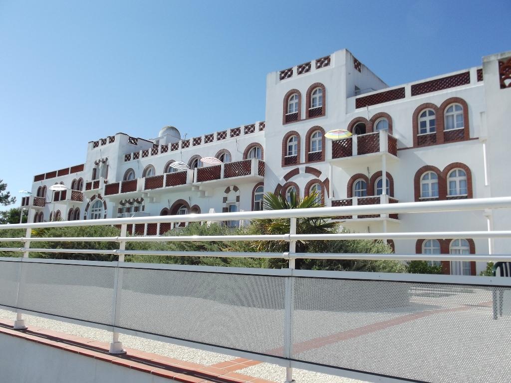 Location vacances la tranche sur mer appartement t2 dans for Residence vacances avec piscine