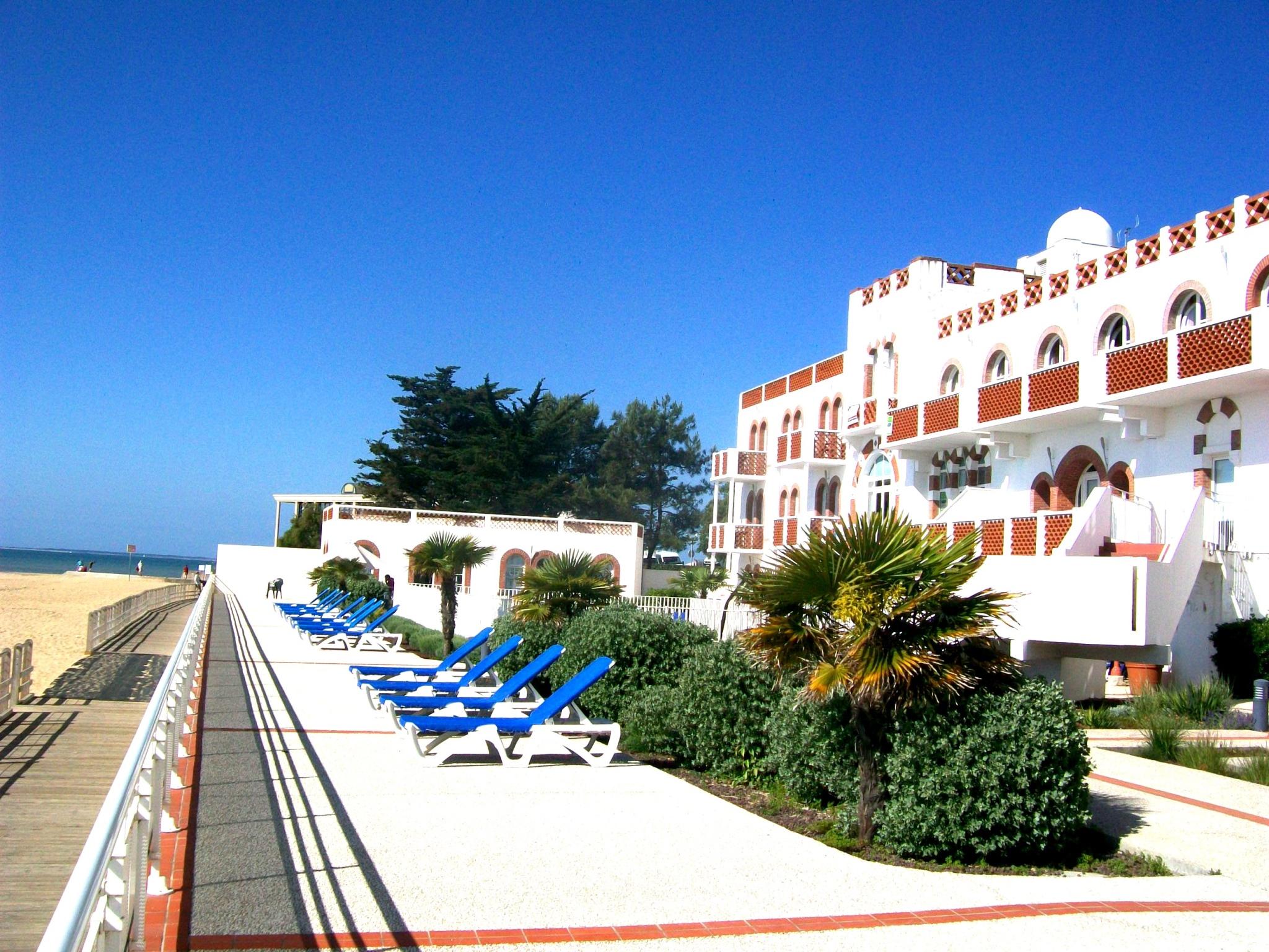 Location vacances la tranche sur mer appartement t2 vue for Residence vacances avec piscine