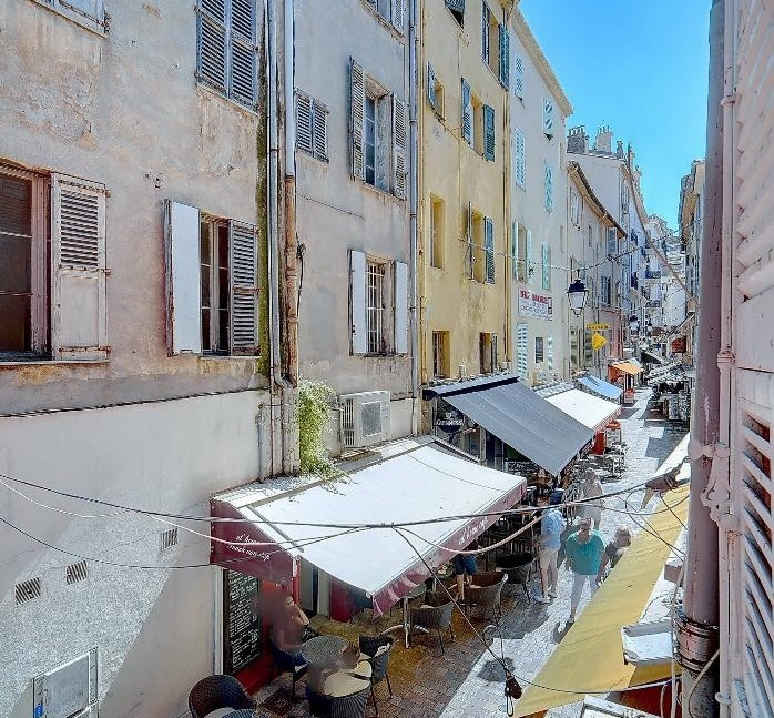 Apartment Shopping: Luxurious 2 Bedroom Apartment In Meynadier Shopping Street